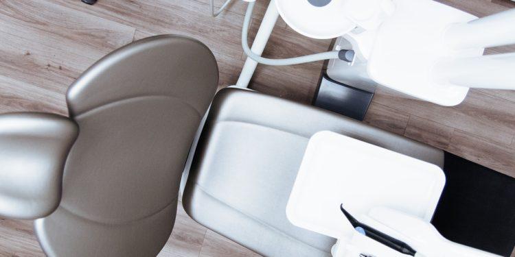 Infos zum Beratungsgespräch beim Zahnarzt über Kosten und Behandlungsmöglichkeiten